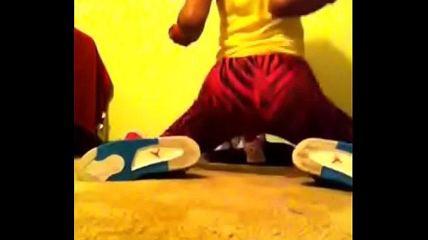 Young teen twerking leggings